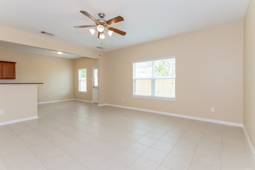 Vacant kitchen/living room